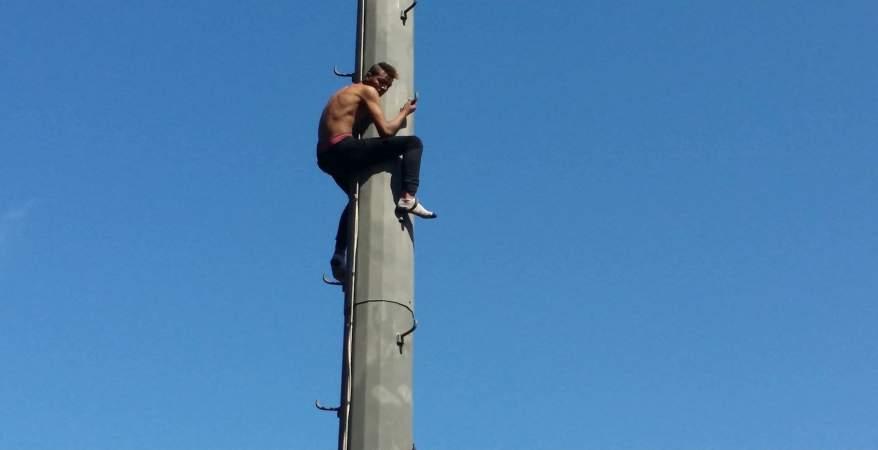 مواطن في غزة يحاول الانتحار (فيديو)