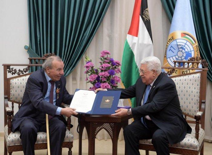 الرئيس يمنح الإعلامي والكاتب يحيي رباح وسام الثقافة والعلوم والفنون