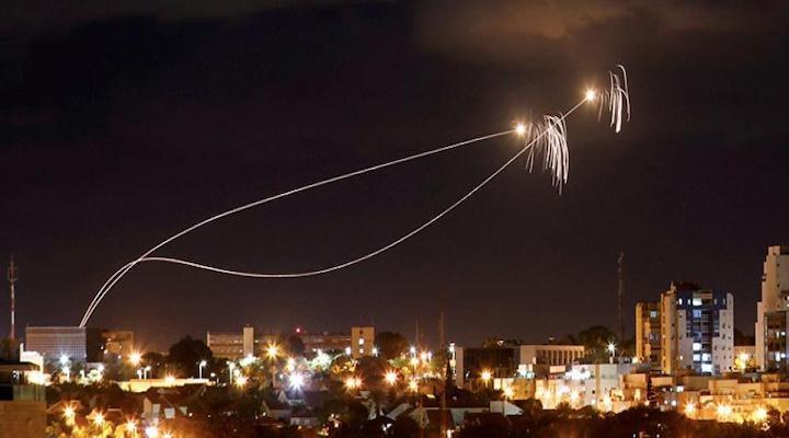 قناة عبرية تزعم: حماس اعتقلت مطلقي الصواريخ على تل أبيب