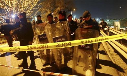 مصادر أمنية: انفجار جسر المشاة بإسطنبول ناجم عن قنبلة