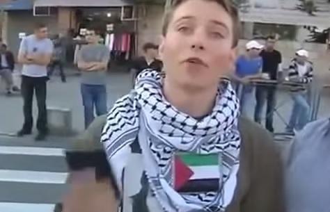 شاهد الحدث(فيديو): يهودي الأمريكي يدافع عن فلسطين. لن تصدق ما حدث له