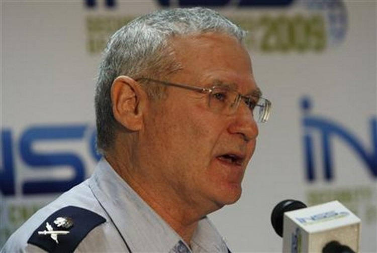 مسؤول عسكري إسرائيلي: لا تكرروا خطأ حرب تموز