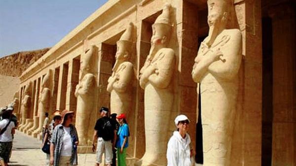 هبوط إيرادات مصر