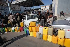 فشل حل أزمة الوقود في سوريا يغلق مئات المصانع ويسمح للشركات بالاستيراد