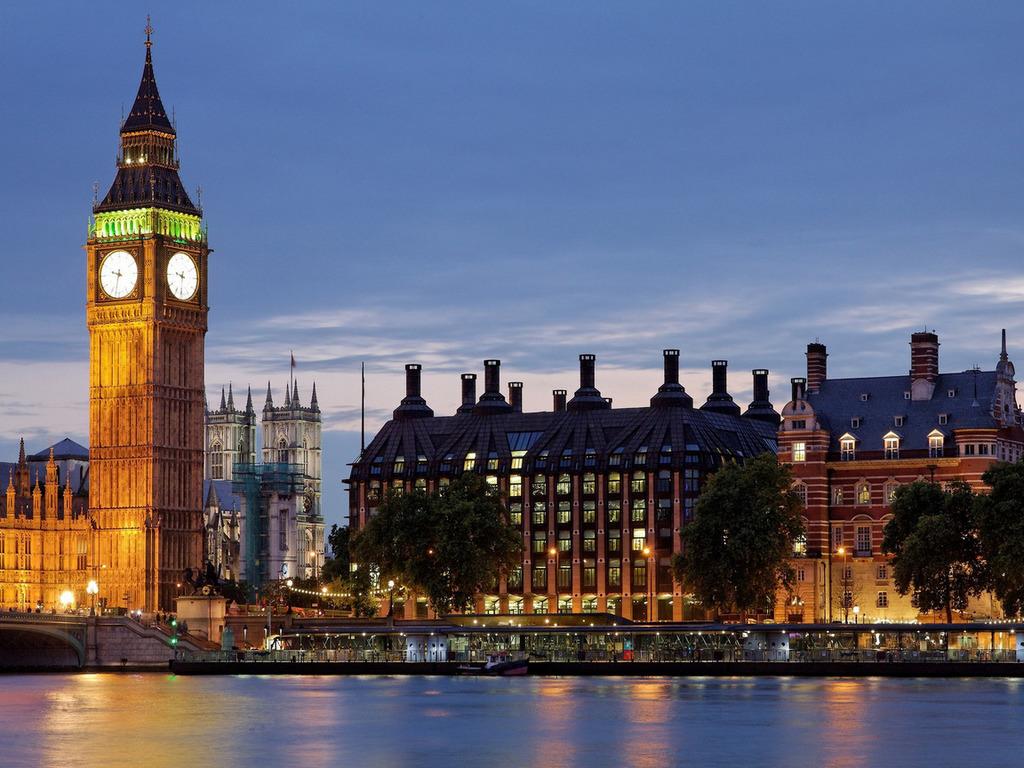 بريطانيا: رواتب خيالية