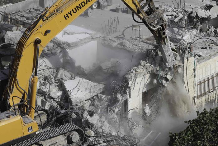 'بيتسيلم': سياسة هدم المنازل في الضفة غير شرعية وتطال أبرياء