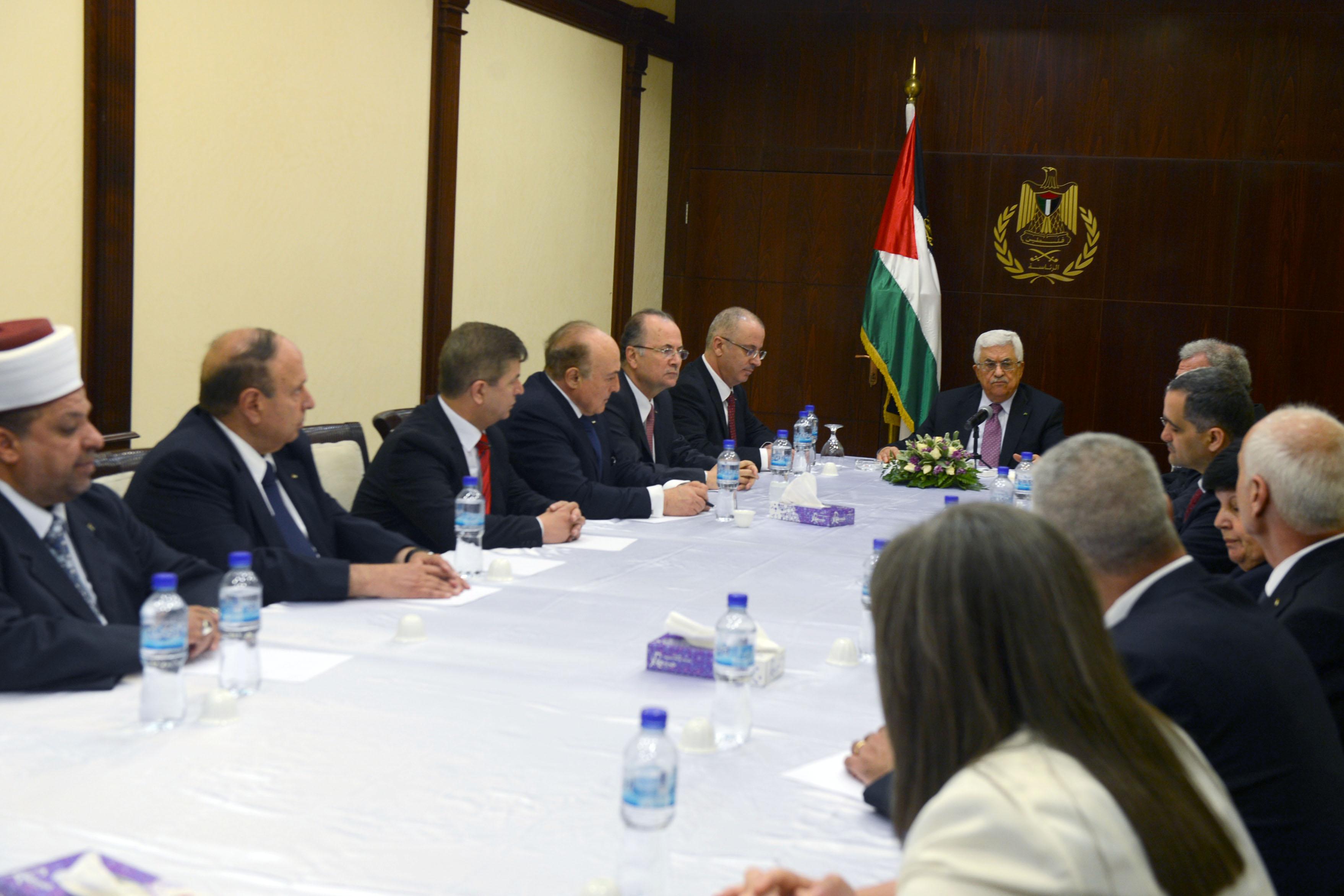 الرئيس يترأس الاجتماع الأول لحكومة الوفاق الوطني