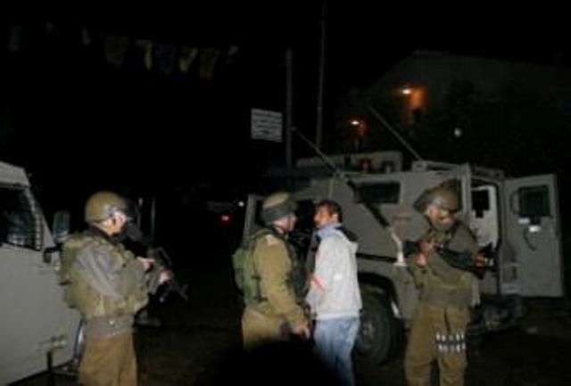 الاحتلال يعتقل ثلاثة