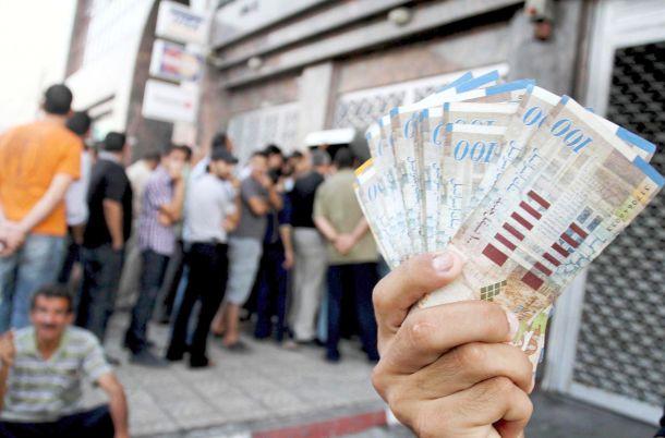 انفراج في أزمة رواتب