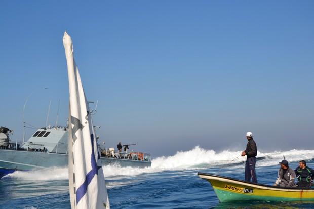 الاحتلال يعتقل صيادين