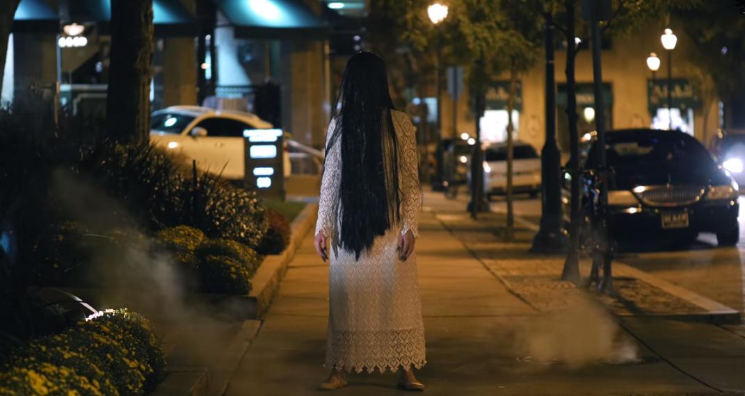 شاهد الحدث: مقلب الفتاة الميتة مرعب