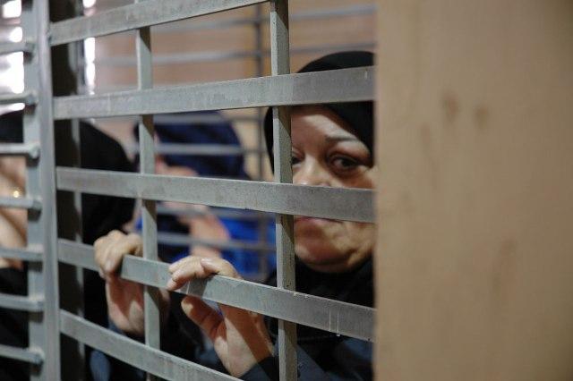 الاحتلال يمنع 40 عائلة
