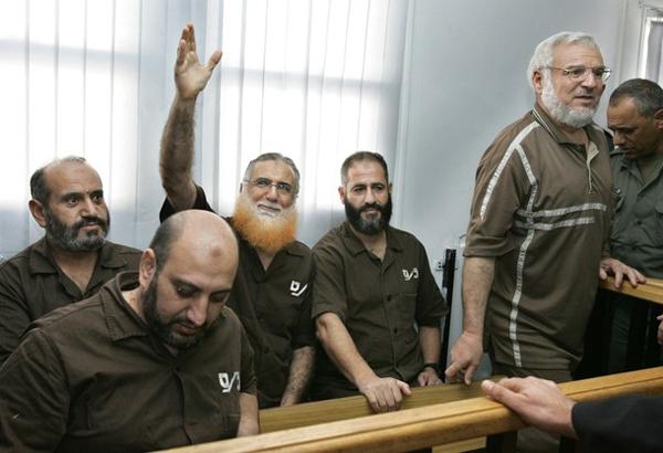 الاحتلال يجدد الاعتقال الاداري لستة نواب تشريعي
