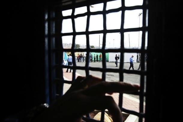 الاحتلال يجدد الاعتقال الإداري بحق نائبين من التشريعي
