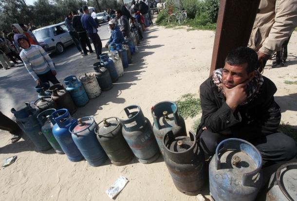 الشوبكي يعد بحل أزمة الغاز خلال 48 ساعة