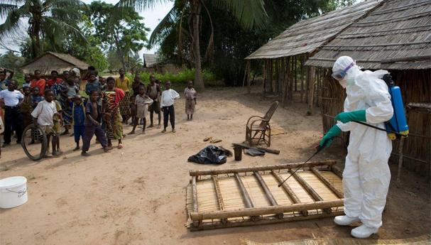 إيبولا فتك بحياة أكثر من 8 آلاف شخص غربي أفريقيا