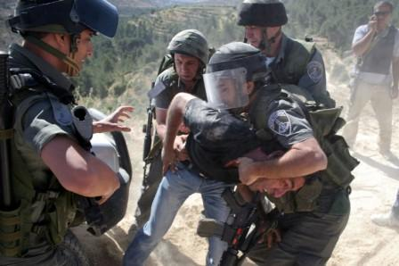 هيئة الأسرى: الاحتلال اعتقل 22 مواطنا بعد إصابتهم بالرصاص