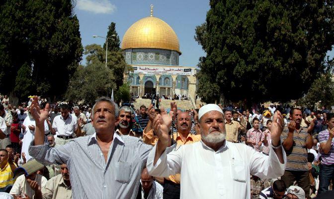 200 غزي يغادرون للصلاة بالمسجد الأقصى