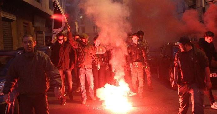 تظاهرات تطالب بطرد العرب من جزيرة فرنسية