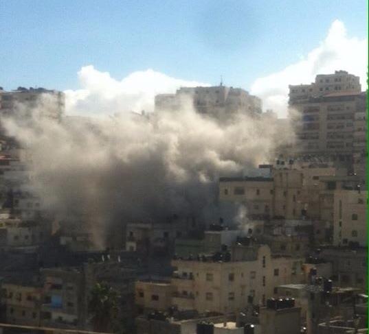 الاحتلال يهدم منزل الشهيد إبراهيم العكاري ويفرض حصارًا على المخيم