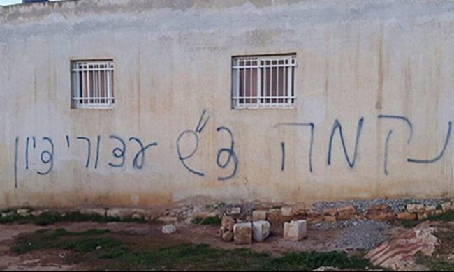 مستوطنون يعتدون على منزل في بيتلو بقنبلتي غاز
