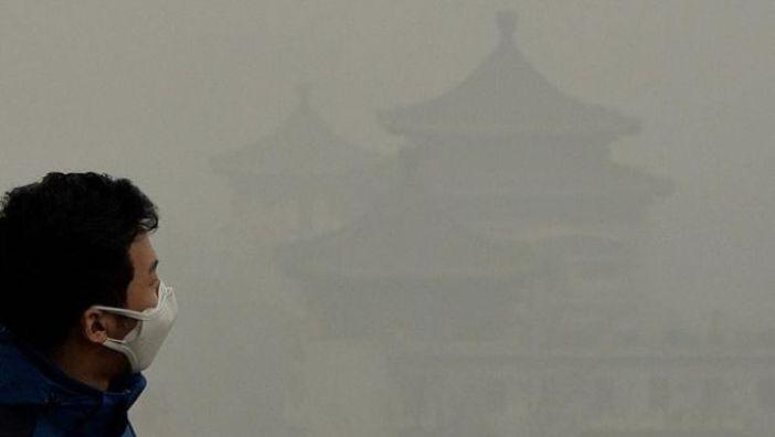 الصين تعلن حالة التأهب القصوى في ١٠ مدن بسبب الضباب الدخاني