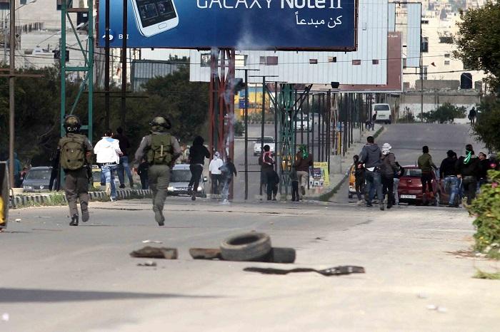 نابلس: الاحتلال يصيب شابا بجروح خطيرة بزعم تنفيذه عملية دهس