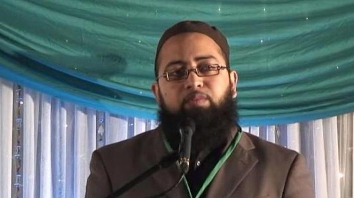 رئيس المدارس الإسلامية في بريطانيا يوصي بتعليم اليهودية