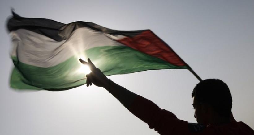في العدد54| سياسيون ومحللون: القيادة الفلسطينية في العام 2015