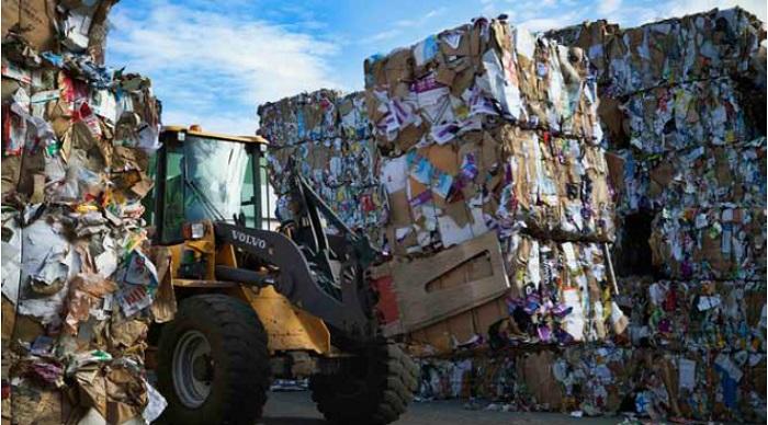 في العدد 54: تدوير النفايات الصلبة.. مشاريع خجولة واستثمارات مؤجلة؟