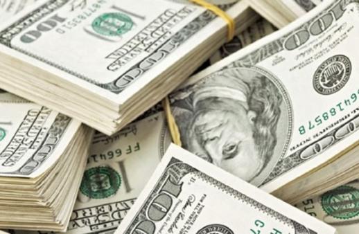 الدولار يرتفع 9% أمام سلة من العملات الرئيسية في 2015