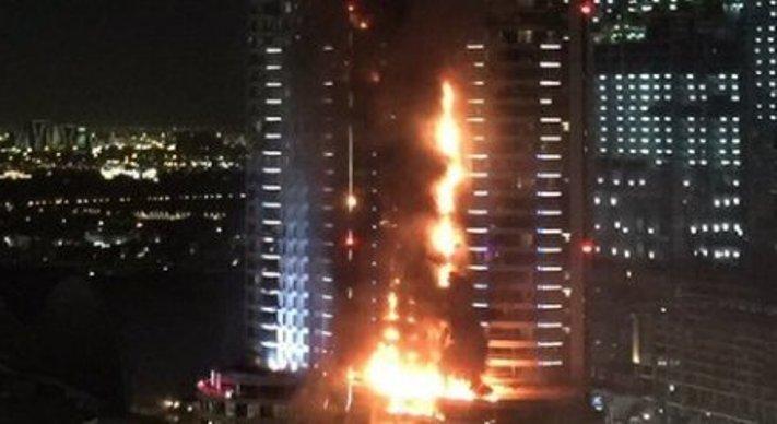 حريق هائل بفندق قريب من برج خليفة بدبي يعكر صفو احتفالات رأس السنة