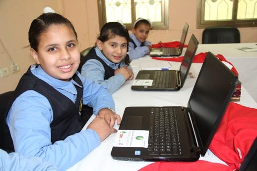 مجموعة الاتصالات تفتتح مختبرات حاسوب في قطاع غزة والخليل