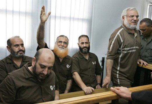 16 نائباً فلسطينياً