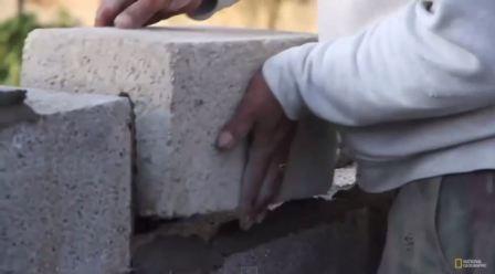 شاهد الحدث: ترميم بيوت الفقراء في غزة