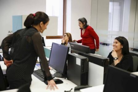 دراسة: أماكن العمل التي يهيمن فيها الرجال تسبب التوتر عند النساء