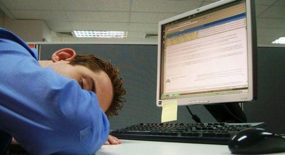 خبير في طب النوم: العمل من الساعة الثامنة صباحا وحتى الرابعة
