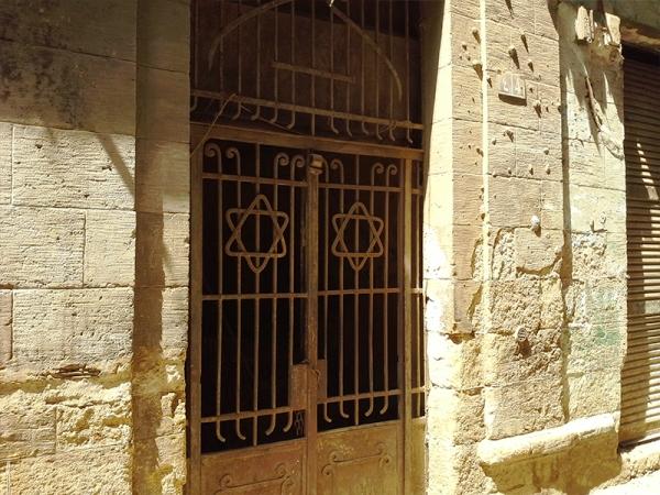 حريق هائل بحارة اليهود وسط القاهرة