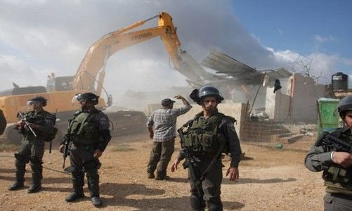 جرافات الاحتلال تهدم