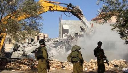سلطات الاحتلال تهدم