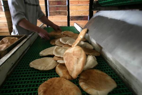 خاص| رغيف الخبز بين