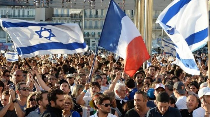 لوموند: النزعة العنصرية تتصاعد في فرنسا ضد اليهود