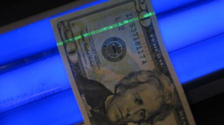 """تزوير العملات في غزة.. جريمة """"فردية"""" تثير مخاوف المواطنين"""