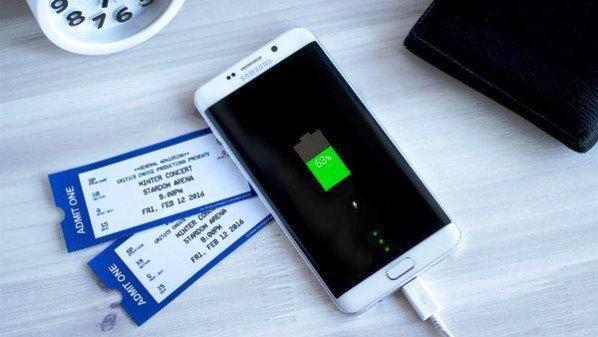 LG تسخر من بطارية هاتف سامسونج Galaxy S6 Edge Plus