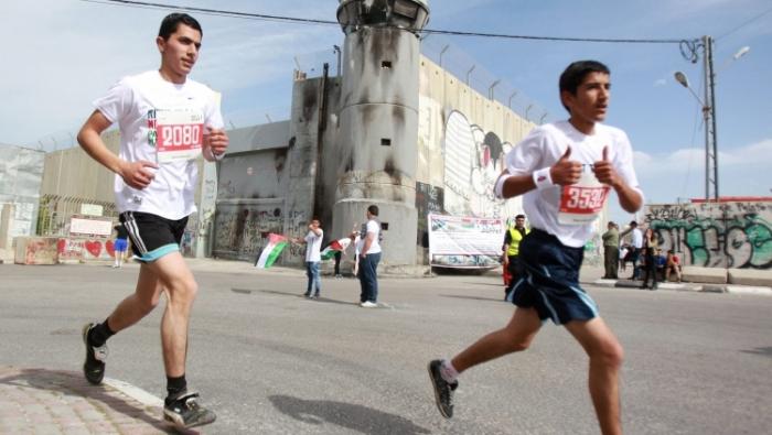 الإحتلال يمنع 100 عداء من قطاع غزة من المشاركة في ماراثون بيت لحم