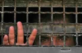 أسرى حماس والشعبية يضربون عن الطعام ليوم واحد