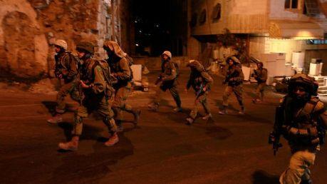 حملة الاعتقالات تطال 28 مواطناً من الضفة