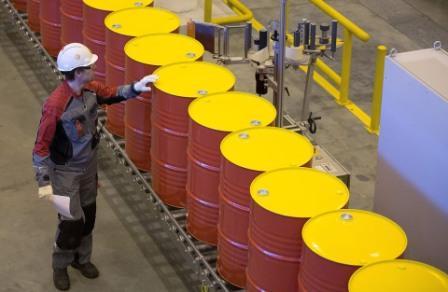 تعافي الدولار يدفع النفط إلى نزيف الخسائر