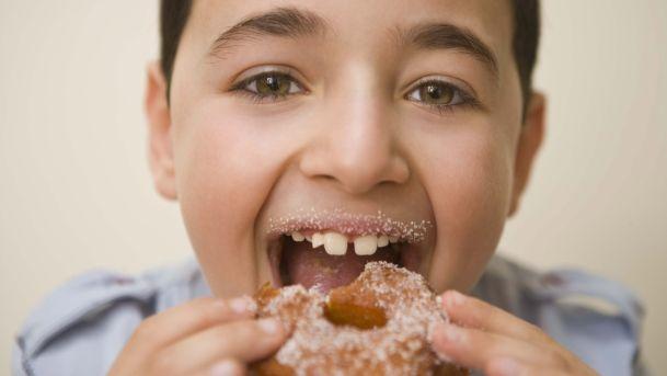 وزارة التربية والتعليم الإسرائيلية تحظر المشروبات والوجبات الخفيفة السكرية من المقاصف المدرسية
