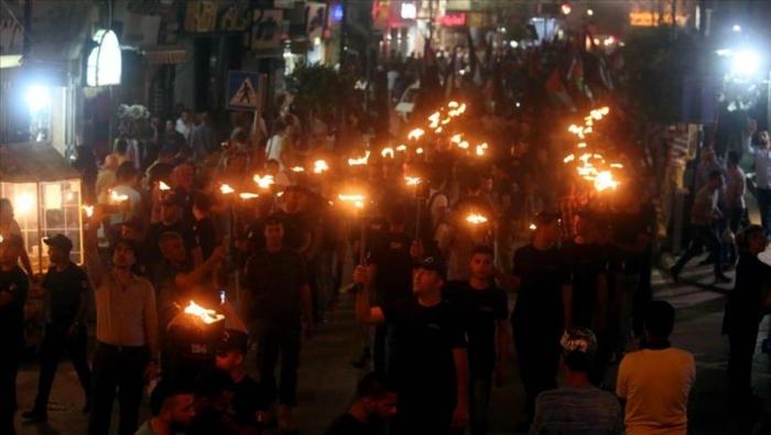مسيرة بالمشاعل في رام الله عشية الذكرى الـ 68 للنكبة